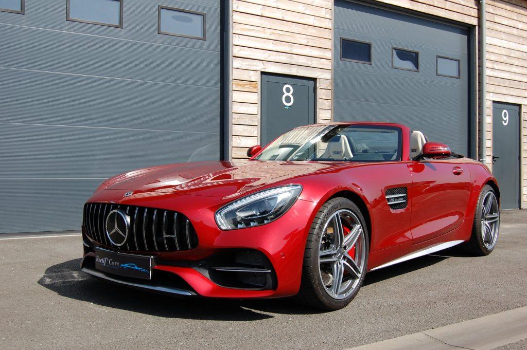 Mercedes-benz AMG GTC rouge devant le lcoal de rrectif'Cars